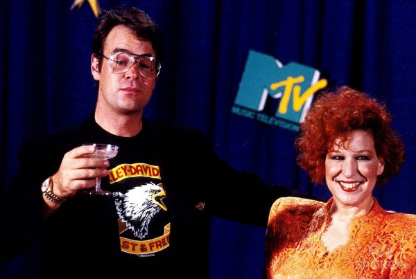 Dan Ackroyd & Bette Midler hosted the very first Video Music Awards show 30 years ago in 1984, a fact completely skipped over by the show this year